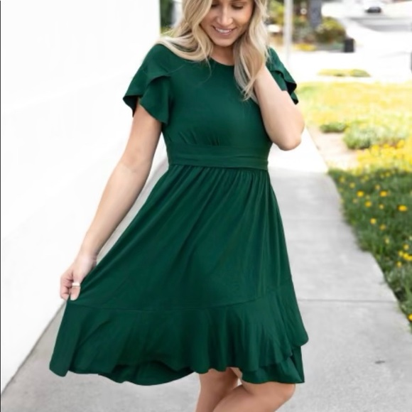 Dresses & Skirts - Hunter Green Flowy Dress